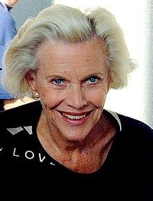 Beautiful pictures of Honor Blackman - Richi Galery